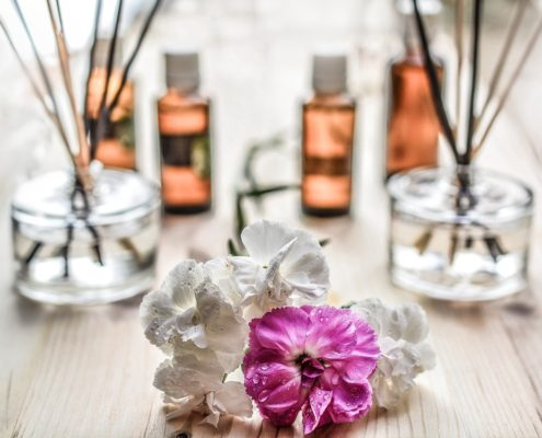Essential Oils You Should Have In Your Room To Sleep Better